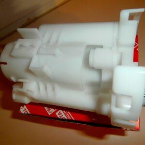 Фильтр топливный Toyota 23300-21010